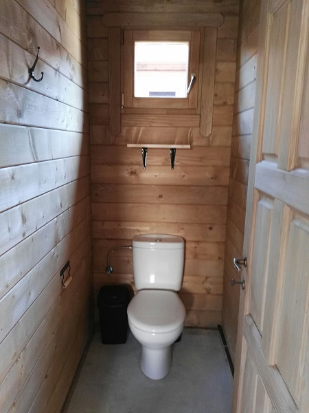 WC Wooden bungalow